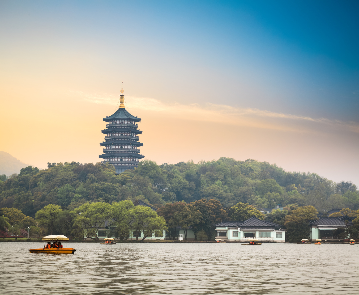 Hangzhou China  City pictures : Gorgeous scenery on West Lake in Hangzhou, China