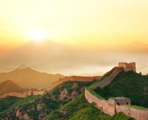 """""""不到长城非好汉"""" (""""You're not a man until you've climbed the Great Wall"""") - Chinese saying"""